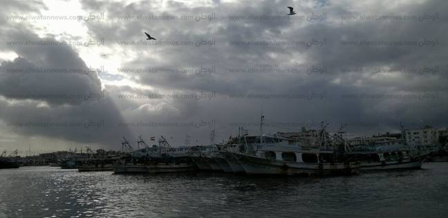 عودة حركة الصيد في بوغاز دمياط بعد تحسن الأحوال الجوية