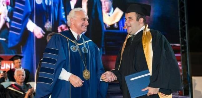 طالب «كفيف» بالجامعة الأمريكية يلتحق بـ«حقوق هارفارد»