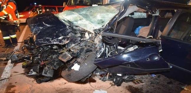 """سيارة تتحول إلى """"أشلاء"""" في حادث مروري مروع"""