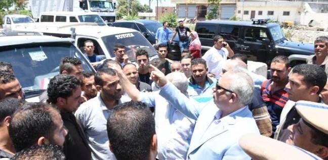 محافظ الشرقية يتفقد موقف أبو حماد الزقازيق لمتابعة تطبيق التعريفة