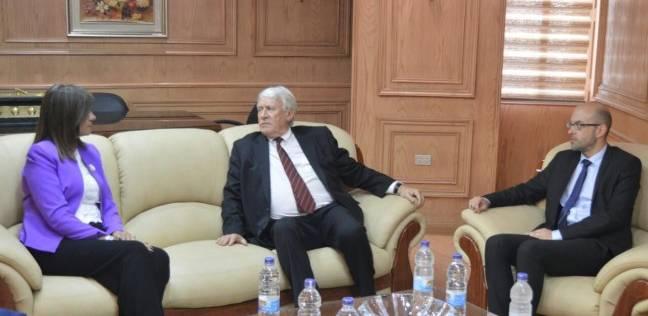 """""""مكرم"""" لوفد فرنسي: مصر ترفض مصطلح """"أقباط المهجر"""""""