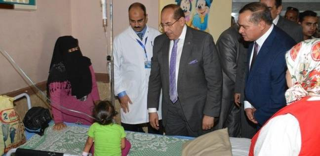 محافظ سوهاج يطمئن على مرضى مستشفى الهلال ويهنئهم بالعيد