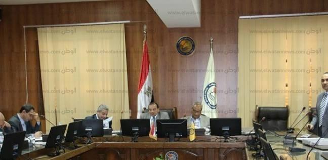 اجتماع لجنة تقييم المرشحين لمنصب عميد كلية الطب البيطري ببني سويف