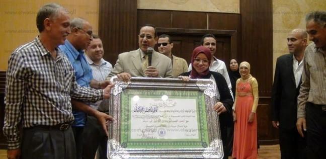 محافظ شمال سيناء يكرم وكيل وزارة التربية والتعليم لبلوغها سن المعاش - المحافظات -
