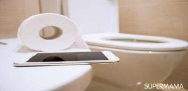 لا تأخذ هاتفك الذكي معك إلى الحمام.. تعرف على السبب