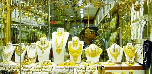«المصنعية» تفسد فرحة انخفاض أسعار الذهب