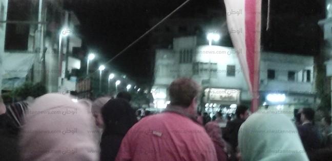 بالصور  رقص الخيول على المزمار البلدي قبل إغلاق لجان الاستفتاء بدمياط