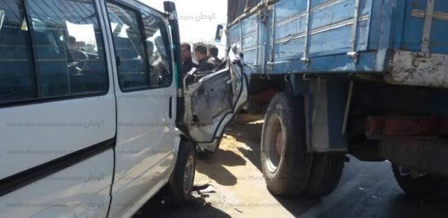 """إصابة 4 في حادث تصادم سيارتين بكفر الشيخ.. و""""الإسعاف"""" يدفع بـ3 سيارات"""