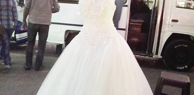 3f0400c888daf فساتين زفاف وسواريه على رصيف «وكالة البلح»  «من 50 جنيه وانت طالع