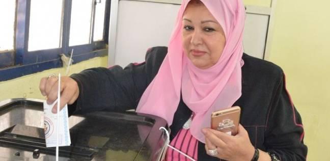 بالصور  عفاف شعيب تدلي بصوتها في الانتخابات: مصر تشهد يوما تاريخيا
