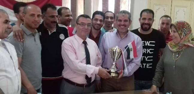 """وكيل """"تعليم الشرقية"""" يكرم فريق العاملين الفائزين في بطولة كرة القدم"""