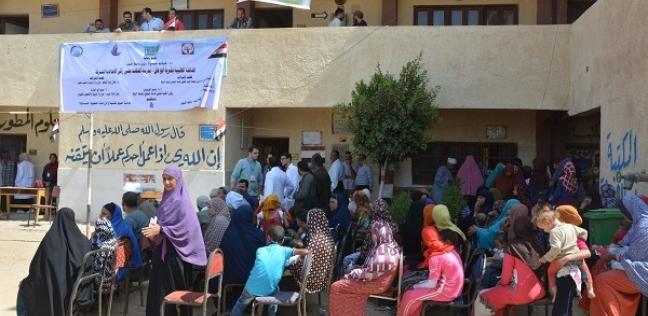 """قافلة طبية تفحص 1500 حالة مجانا بـ""""أبوعش"""" في الفيوم"""