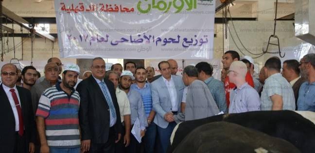 محافظ الدقهلية يشهد ذبح أضاحي العيد بمجزر ميت الكرماء