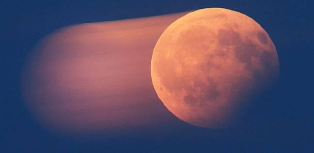 """وصفت ناسا الظاهرة بـ""""القمر الأزرق الدموي العظيم"""""""