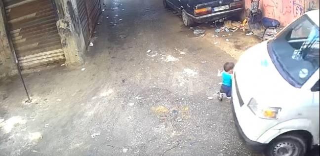 طفل ينجو من حادثة دهس بمعجزة