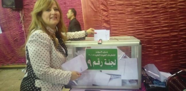 حياة عبدون تدلي بصوتها في انتخابات الهيئة العليا لحزب الوفد