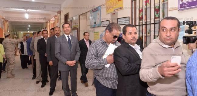 محافظ أسيوط في طابور الناخبين: الإقبال مشرف.. والأوضاع مستقرة