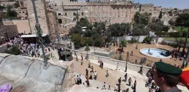 الاحتلال يفجر جسما مشبوها قرب الحرم الإبراهيمي