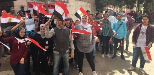 """ناخبون بالأزبكية: """"طابور الانتخابات ولا طابور اللاجئين"""""""