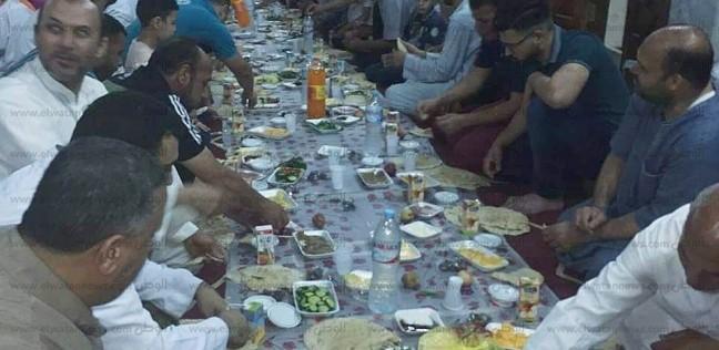 """صور  """"الصحبة الحلوة رزق"""".. سحور جماعي لأهالي السرو داخل مسجد البرجيسي"""