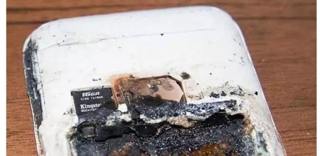 الهاتف بعد انفجاره