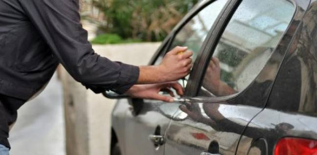 ضبط مسجل خطر متخصص في سرقة محتويات السيارات بالمنيا