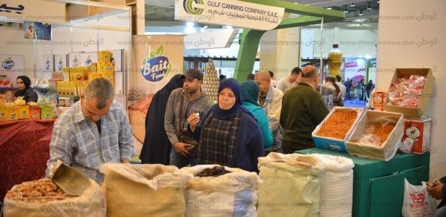 إقبال كبير من الزوار على معرض «أهلاً رمضان» والمواطنون: «نفسنا فى تخفيضات أكتر فى الأسعار»