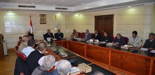محافظ مطروح يكلف بدعم 5 قرى تعاني نقص الخدمات