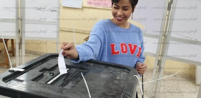 بالصور| حسام حبيب وشيرين عبد الوهاب يشاركان في الاستفتاء
