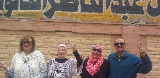 سفيرة نوايا حسنة وشخصيات عامة يدلون بأصواتهم في لجان الدقي
