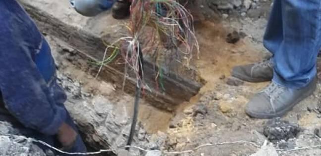 متابعة أعمال تجديد خطوط التليفون الأرضي بحي الجمرك بالإسكندرية