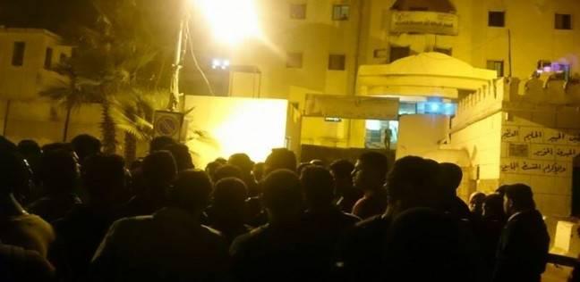 بالصور| أهالي طفل مختفي يتجمهرون أمام أبواب قسم شرطة ثان المحلة