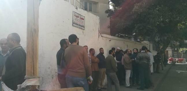 السلفيون يصطفون أمام لجان وسط الإسكندرية للمشاركة في الانتخابات