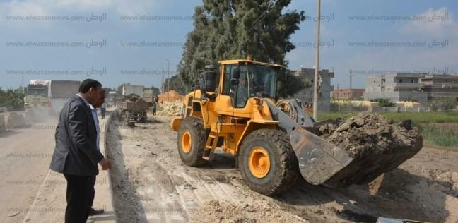 تنفيذا لتوجيهات المحافظ.. استكمال رصف طريق كوبرى أبو حصيرة بدمنهور