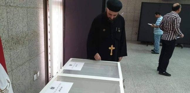 تواصل استفتاء المصريين بالإمارات لليوم الثاني بمشاركة آباء الكاتدرائية