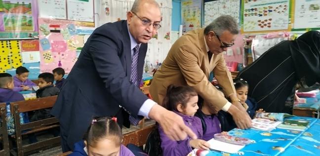 وكيل «تعليم بورسعيد» يتابع انتظام الدراسة بمدرسة القناة الابتدائية
