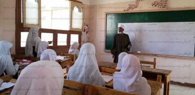 رئيس منطقة أسوان الأزهرية يتفقد معهد فتيات أسوان