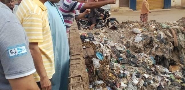 محافظ المنوفية يبدأ جولاته الميدانية بشوارع قرية في شبين الكوم
