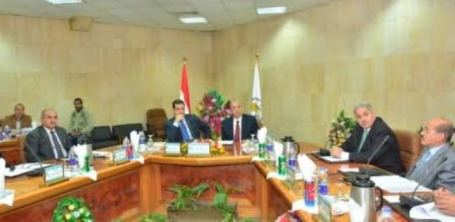 مجلس جامعة أسيوط يوافق على تعيين 12 أستاذا بمختلف كليات الجامعة