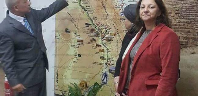 عميد السياحة والفنادق تبحث آليات تنفيذ مكتب سياحي بجامعة القناة
