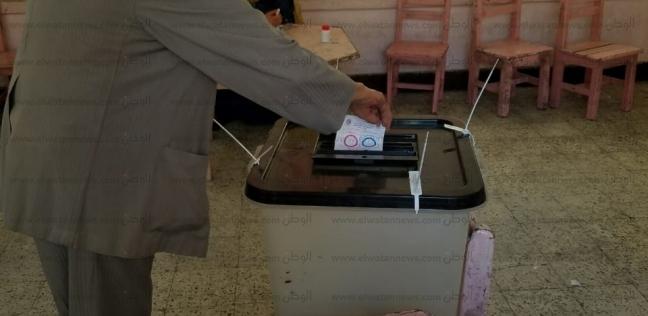 رئيس قساوسة الطائفة الإنجيلية بأسيوط يدلي بصوته في الاستفتاء