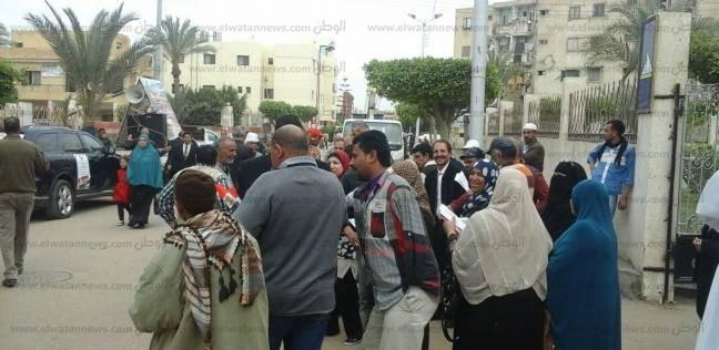 أهالي بورسعيد يتوافدون على اللجان تزامنا مع سقوط الأمطار