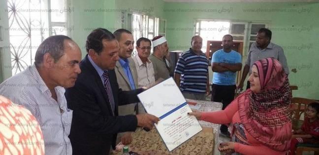 توزيع شهادات محو الأمية على 50 دارسا بمركز شباب الركابية في دمياط