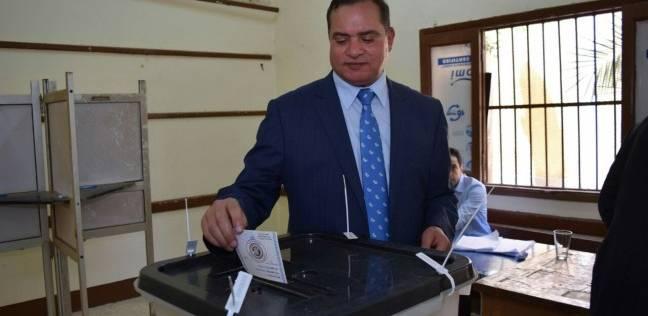 رئيس جامعة سوهاج يدلي بصوته في الانتخابات الرئاسية