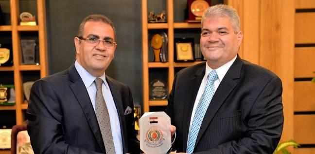جامعة المنصورة تكرم «صلاح عبية» لحصوله على درجة فخرية من «نوتنجهام»