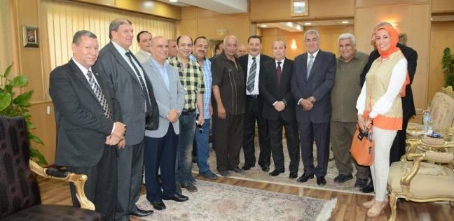 ممثلو الأحزاب السياسية والقيادات التنفيذية يقدموا التهاني لمحافظ دمياط