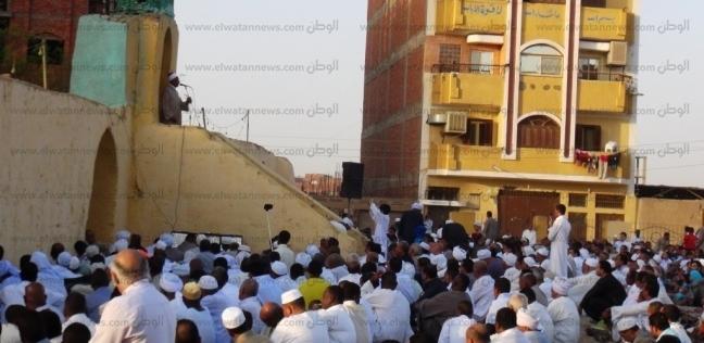 الآلاف يؤدون صلاة العيد في أسوان