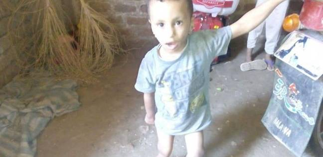 """محافظ سوهاج يكلف بعلاج """"طفل طهطا"""" على نفقة الدولة"""