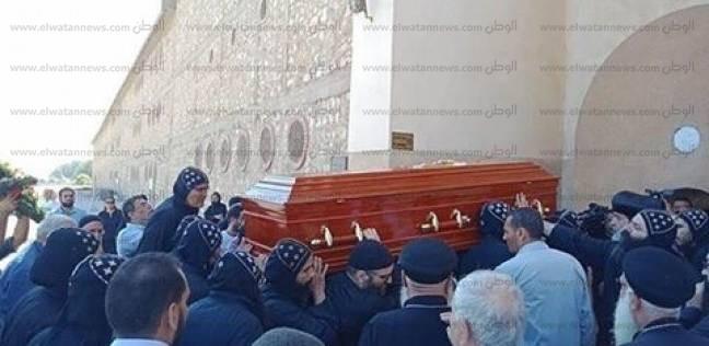 دفن جثمان الأنبا أبيفانيوس بدير أبومقار في وادي النطرون