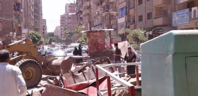 حملة لإزالة الإشغالات والإعلانات المخالفة في الساحل